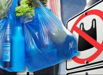 За использование пластиковых пакетов будут штрафовать