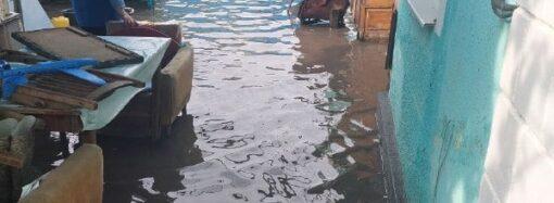 Будни одесских спасателей: день тушат пожары, день откачивают воду (фото)