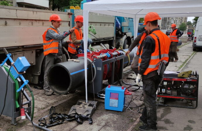 «Инфоксводоканал» начал замену изношенного водопровода на улице Мельницкой
