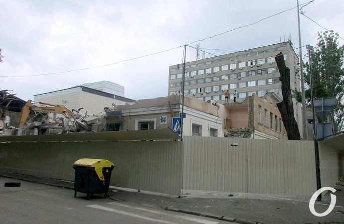 В Одессе сносят здание позапрошлого столетия: на этом месте будут строить новую шестиэтажку (фото)
