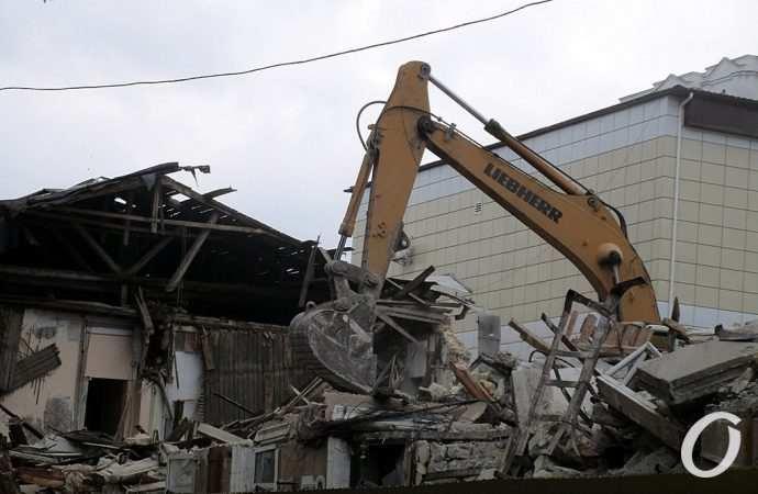 Снос старого дома, похитители зеркал и нелепая смерть в туалете: главные новости Одессы за 7 июля