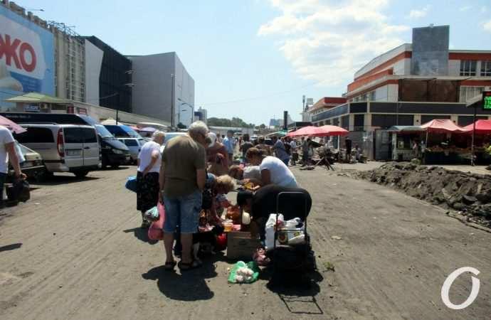 Квартал Екатерининской у Привоза: ремонт в разгаре, торговля бурлит (фото)