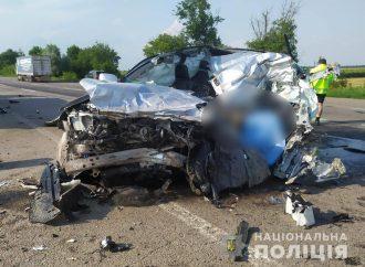 В Одесской области джип на огромной скорости влетел в стоящий прицеп
