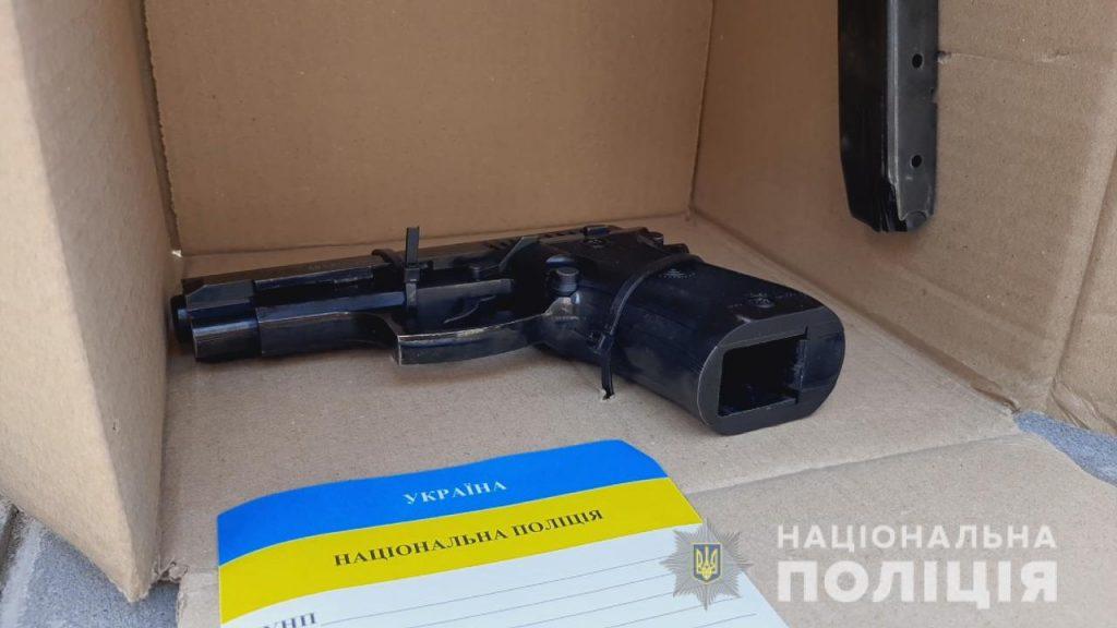 пистолет, изъятый у грабителя