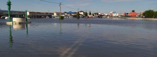 Последствия стихии: на одесском «7-м» километре появилось озеро (фото)
