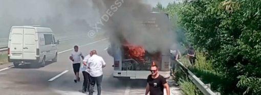 На трассе Одесса – Киев загорелся автобус с пассажирами
