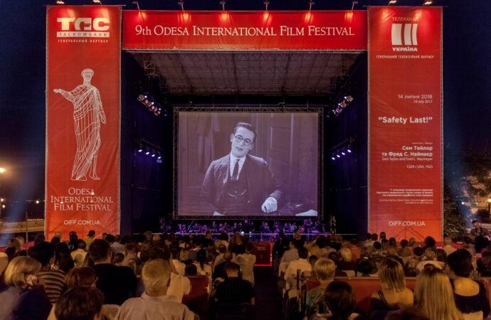 Плохая новость для футбольных фанов, хорошая – для киноманов: чем запомнился в Одессе первый день июля