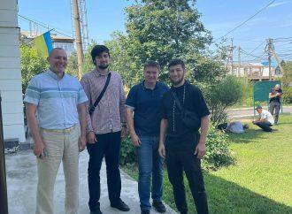 В Одесской области мужчина с ножом напал на приемную главы ОТГ: его обезвредили сотрудники (видео нападения)