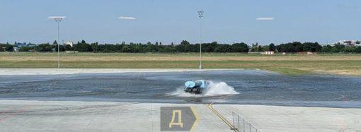 В Одесском аэропорту затопило новый перрон (видео)