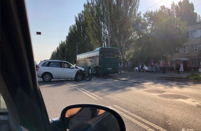 ДТП на Николаевской дороге перекрыло движение на поселок Котовского (фото)