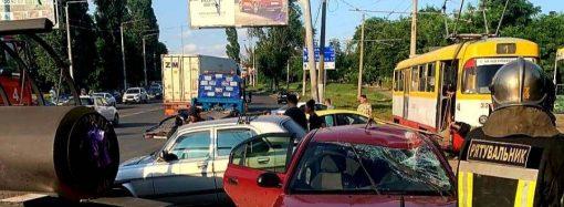 В Одессе опрокинулся внедорожник и вылетел на тротуар – есть пострадавшие (фото)