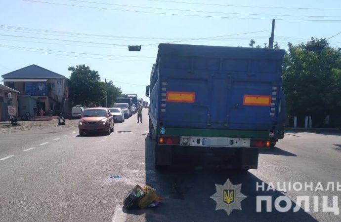 Под Одессой грузовик переехал пожилую женщину