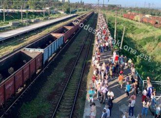 Жители Котовского штурмуют электрички на Одессу (фото)