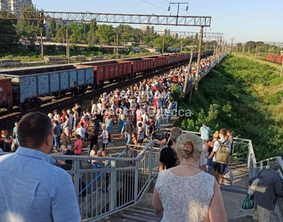 толпа на электричку на Котовского2