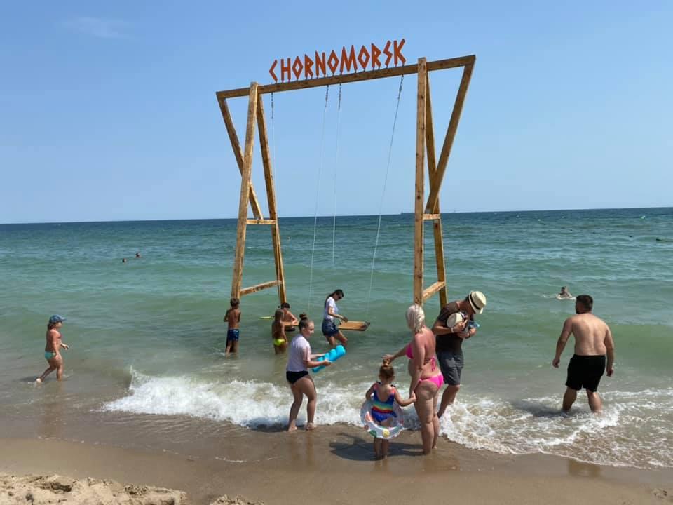 Черноморск, качели в море2