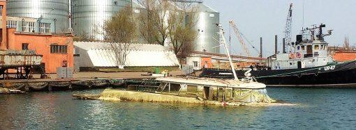 В одесском порту американские водолазы собираются поднять катер Брежнева