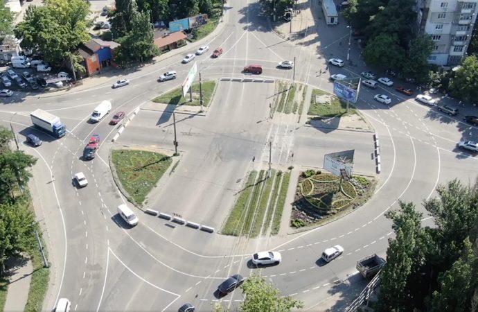 Как работает новая круговая развязка на поселке Котовского в Одессе?
