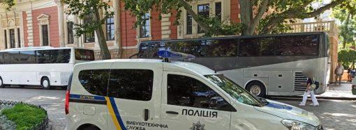 Здание одесской мэрии оцепили силовики – что происходит? (фото) (обновлено)