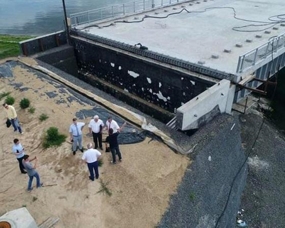 В Одесской области деформировался мост, построенный через Сухой лиман