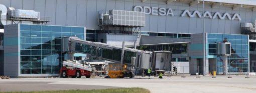 Новый терминал Одесского аэропорта не справляется с наплывом пассажиров – люди недовольны (фото)