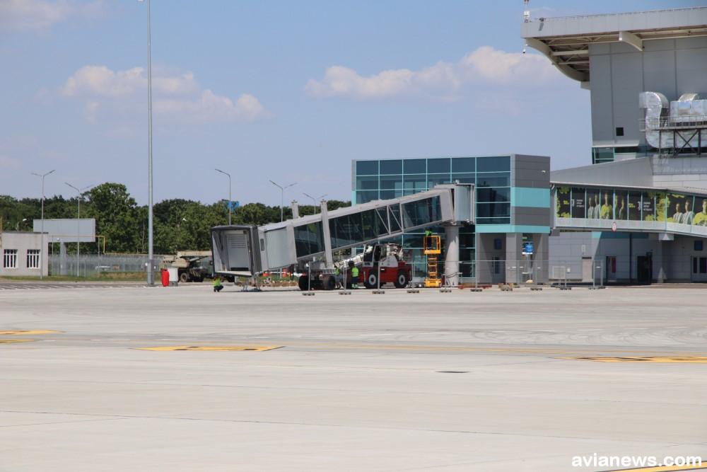 елемост в одесском аэропорту