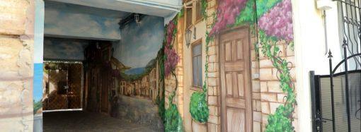 В Одессе появился новый стрит-арт: портал в прошлое