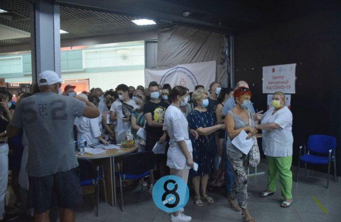 Грозные фанаты, хозяйственные депутаты и очереди на прививку: новости Одессы за 18 июля