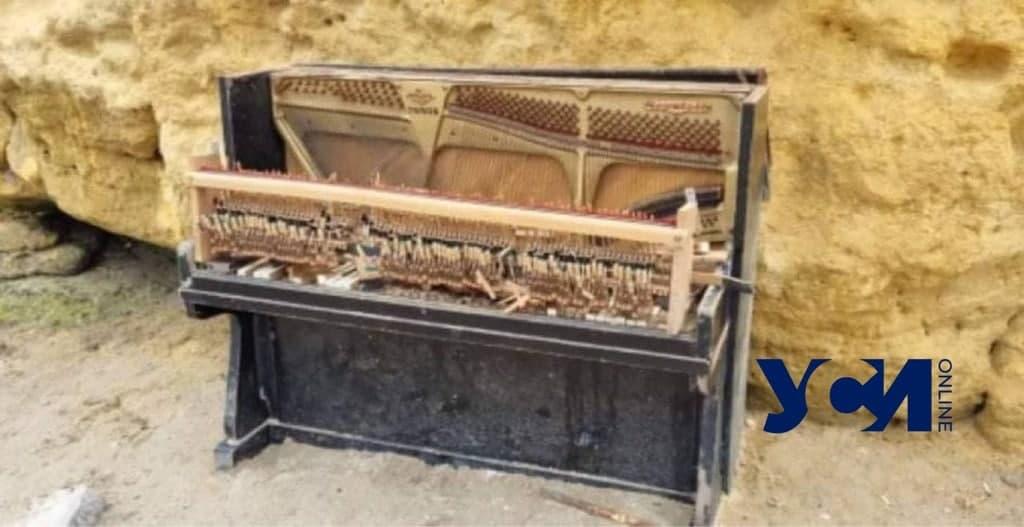 вандалы сломали пианино в Отраде