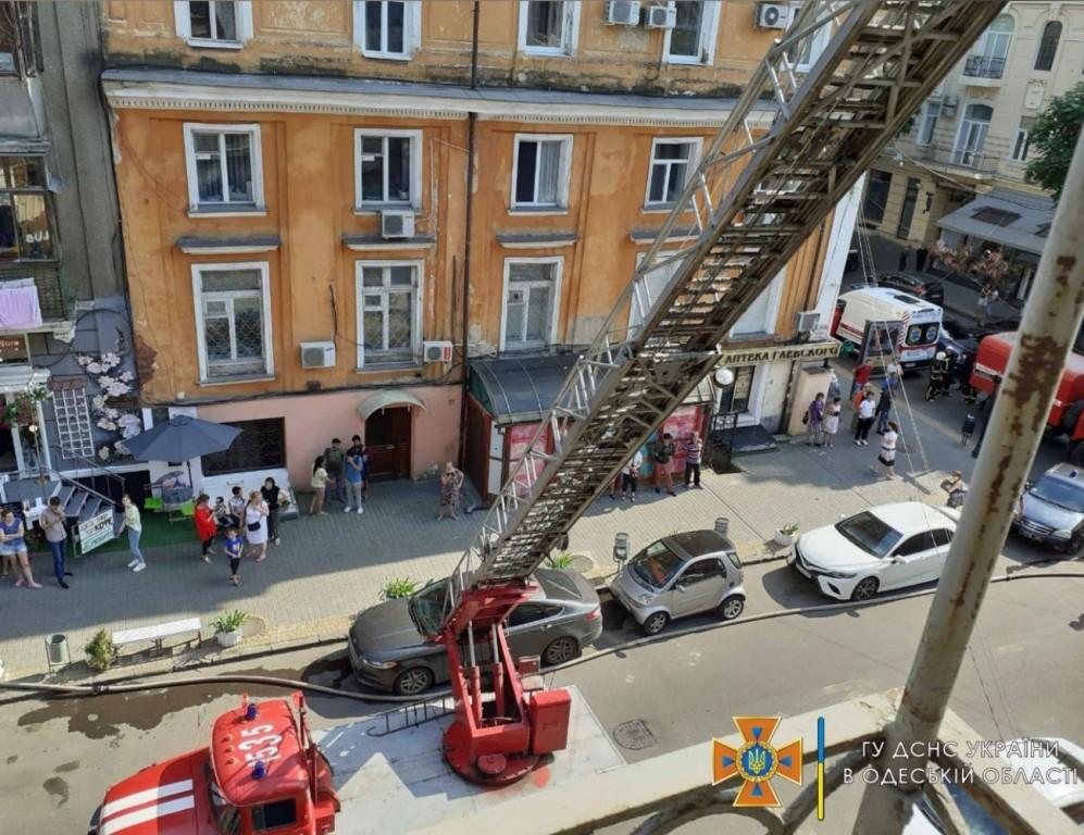 пожар в центре Одессы3
