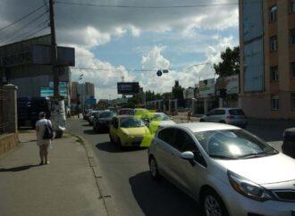У одесского ж/д вокзала пробка из-за аварии на Среднефонтанской (фото, карта)