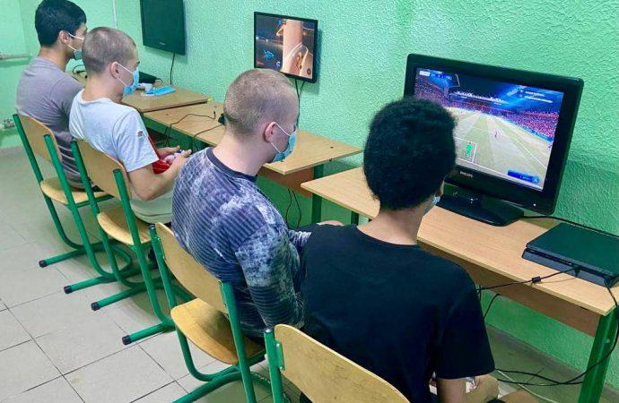 В Одесский СИЗО завезли игровые приставки: будут реабилитировать заключенных киберспортом