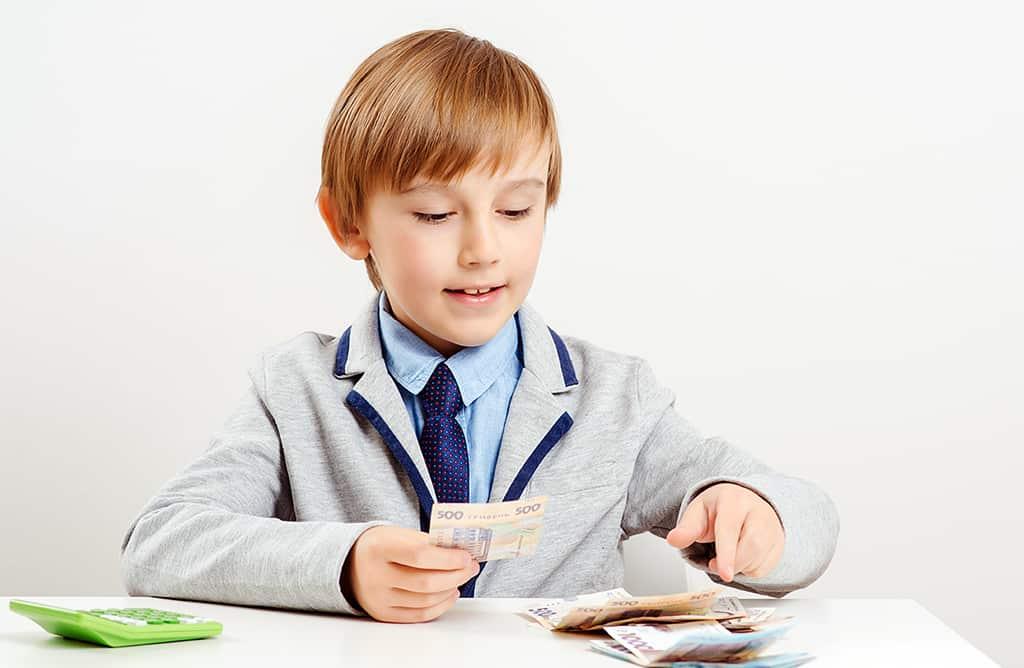 ребенок мальчик деньги