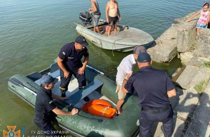 Унесенный ветром: в Одесской области спасли подростка на матрасе