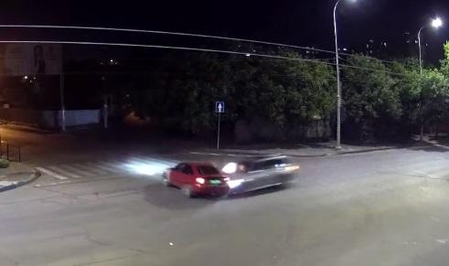 В Одессе одно авто протаранило другое: причина в людях или в светофоре?