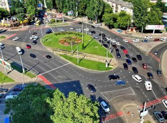 В Одессе на площади Толбухина исчезла новая разметка: удивительная причина (видео)