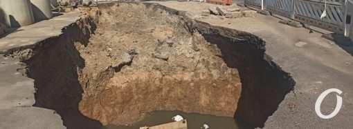 Когда исчезнет огромная вонючая яма на Генерала Петрова? (фото)