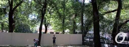 Одесский Старобазарный сквер: стройка на месте туалета, стройка рядом (фото)
