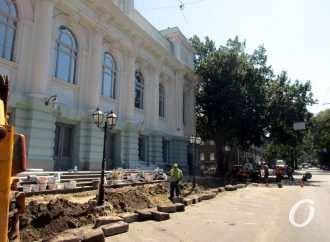 Одесский «разбитый» перекресток на углу Пастера и Конной: новый асфальт, тактильная плитка и большой вопрос (фото)