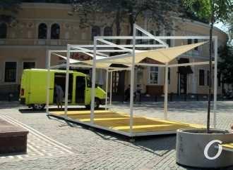 Вместо фонтана: на одесской Греческой площади обустраивают новшество для отдыха (фото)