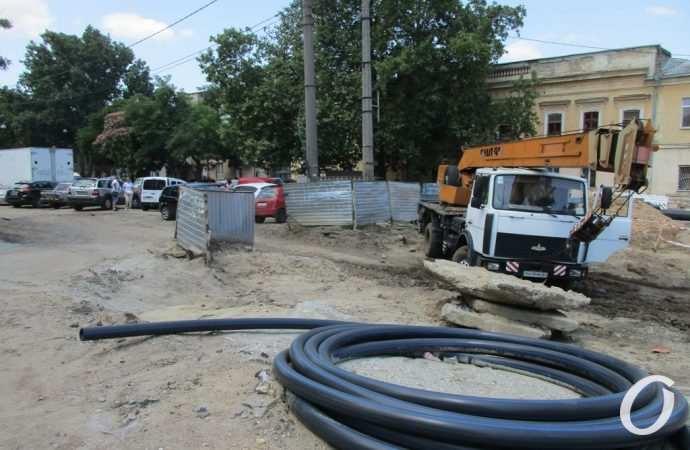 Участок Преображенской у Привоза: сроки окончания ремонта значительно продлеваются (фото)