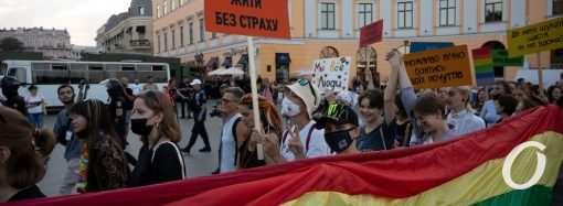 «Одесса Прайд-2021»: «радужные» флаги, радикалы и кордоны полиции (фоторепортаж)