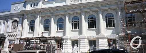 Реставрация Украинского театра подходит к концу: уже можно увидеть, как он будет выглядеть