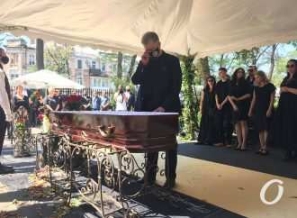 Александра Ройтбурда проводили в последний путь аплодисментами: попрощаться с ним приехал Порошенко (фото)