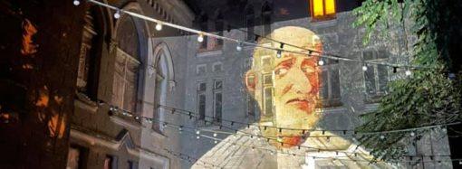 В Замке монстров «зажгли свечу» в память о Ройтбурде на весь фасад (фото, видео)
