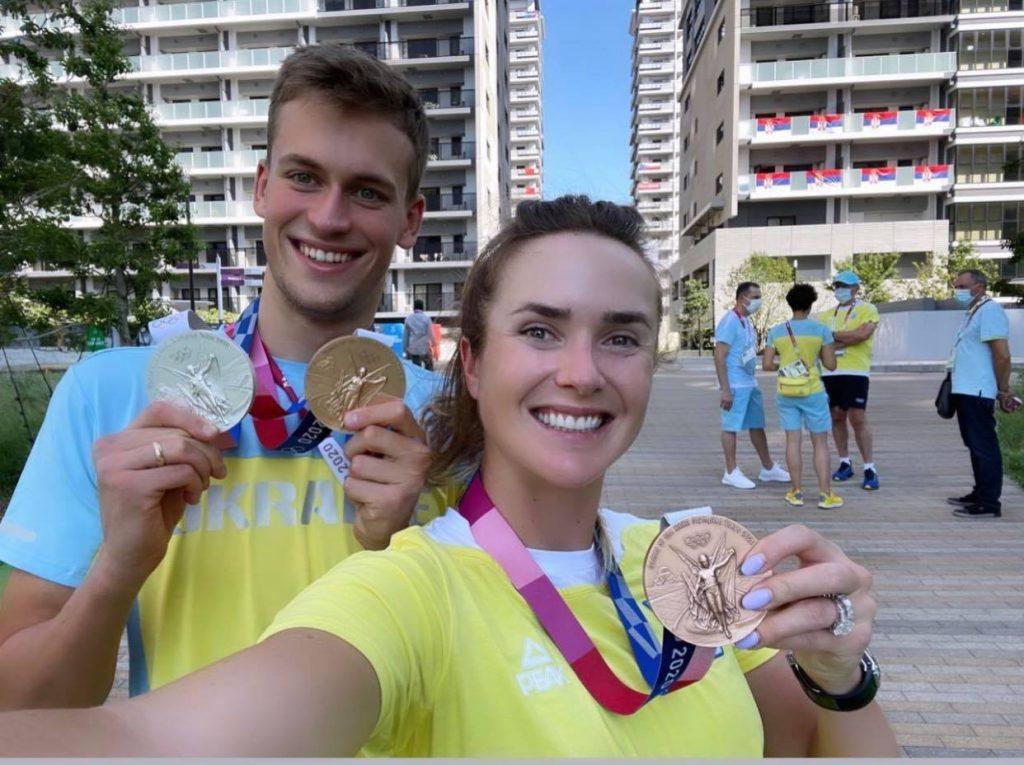Свитолина и Романчук показывают медали