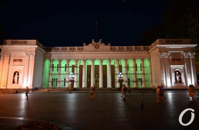 Прощание с полицейскими, смерть мэра и пожар в порту: главные новости Одессы за 15 августа