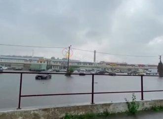 В Одессе ливень – поплыл «7-й километр» (видео)