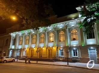Украинский театр открыли после реставрации премьерой и подписанием меморандума