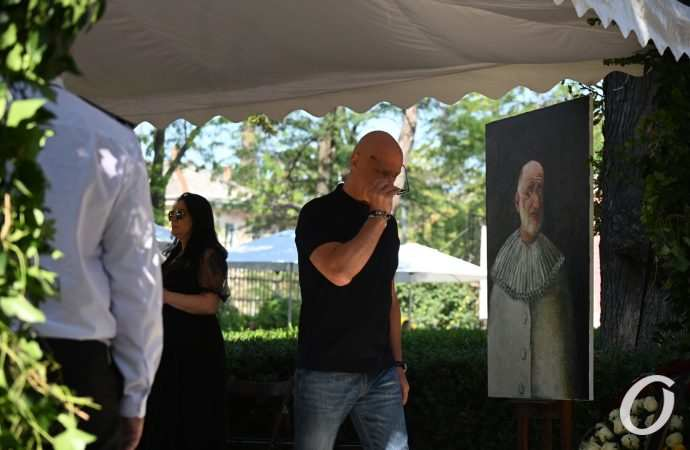 Прощание с Ройтбурдом, анонс ЛГБД-парада и спасенные ели: чем «отметилась» среда 11 августа в Одессе