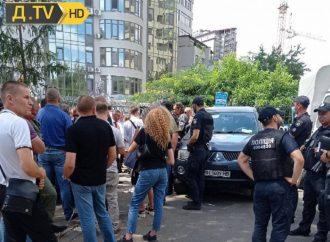 Шлагбаум раздора: на одесском Гагаринском плато повздорили муниципалы и жители ЖК Gagarin Plaza (видео)